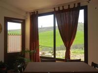 finestra con vista sui campi - Baglio Arcudaci - 1 aprile 2012  - Bruca (682 clic)