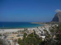 panorama dalla collina - scorcio della città, spiaggia, mare e monte Monaco - 18 agosto 2012  - San vito lo capo (292 clic)