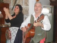 SIKANIA - Compagnia di canto e musica popolare - Giuseppina Priolo (tamburello e voce solista) e  Santo Arceri (chitarra percussioni e voce) - Il Contadino - 13 maggio 2012  - Buseto palizzolo (1059 clic)