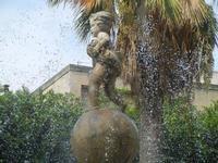 fontana con putto - 6 settembre 2012  - Sciacca (620 clic)