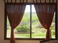 finestra con vista sui campi - Baglio Arcudaci - 1 aprile 2012  - Bruca (486 clic)