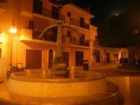fontana con balestra in piazza F. Rettore Evola - 3 luglio 2012  - Balestrate (445 clic)