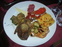 antipasto -bruschetta-carciofo-salame-formaggio-olive-pizzetta-frittatina-pomodorini-melanzana-zucchine - Baglio Arcudaci - 9 aprile 2012  - Bruca (1703 clic)