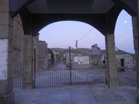 ruderi - ruderi del paese distrutto dal terremoto del gennaio 1968 - 29 agosto 2012  - Poggioreale (721 clic)