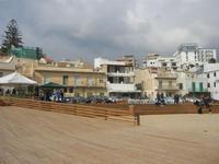struttura in legno sulla spiaggia e case - 25 marzo 2012  - Marinella di selinunte (526 clic)