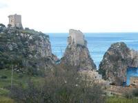 torri di avvistamento, faraglioni e tonnara - 14 aprile 2012  - Scopello (1583 clic)