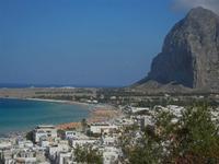 panorama dalla collina - scorcio della città, spiaggia, mare e monte Monaco - 18 agosto 2012  - San vito lo capo (254 clic)