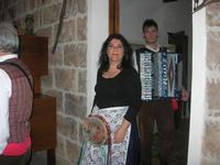 SIKANIA - Compagnia di canto e musica popolare - Giuseppina Priolo (tamburello e voce solista), Santo Arceri (chitarra percussioni e voce) e  Michele Ditta (fisarmonica) - Bosco di Scorace - Il Contadino - 13 maggio 2012  - Buseto palizzolo (758 clic)