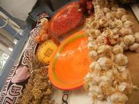 la casa del cous cous sanvitese cipolle, origano, aglio e piatti in ceramica - 18 agosto 2012  - San vito lo capo (489 clic)