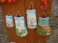 souvenir: mini tegole decorate - 5 agosto 2012  - Erice (1828 clic)