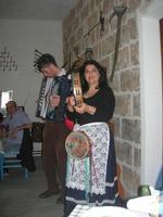 SIKANIA - Compagnia di canto e musica popolare - Giuseppina Priolo (tamburello e voce solista) e  Michele Ditta (fisarmonica) - Bosco di Scorace - Il Contadino - 13 maggio 2012  - Buseto palizzolo (1205 clic)