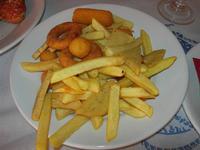 antipasto misto fritto - patatine, panelle, crocchette e totani - La Torre di Nubia - 5 agosto 2012  - Nubia (884 clic)