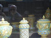 ceramiche in vetrina - noi riflessi - 6 settembre 2012  - Sciacca (569 clic)