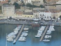 panorama dal Belvedere - case e locali sul porto - 1 giugno 2012  - Castellammare del golfo (267 clic)