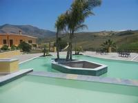 piscina e panorama - Baglio Arcudaci - 27 maggio 2012  - Bruca (1115 clic)