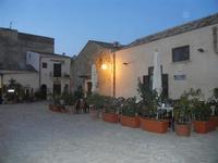 un angolo della piazzetta a sera - 31 marzo 2012  - Scopello (918 clic)