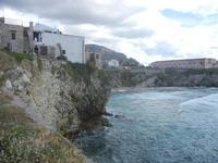 case sulla scogliera e Spiaggia Praiola - 15 aprile 2012  - Terrasini (1635 clic)