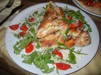Fagottino - Fagottino con pomodoro, mozzarella e funghi, ricoperto di rucola, ciliegino e scaglie di grana - Due Palme - 29 agosto 2012  - Santa ninfa (699 clic)