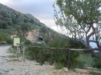 sentiero e galleria - 14 aprile 2012  - Riserva dello zingaro (880 clic)