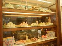pasticceria e liquori in vetrina - 5 agosto 2012  - Erice (559 clic)