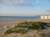 Zona Tonnara - spiaggia e mare al tramonto - 6 maggio 2012  - Alcamo marina (372 clic)