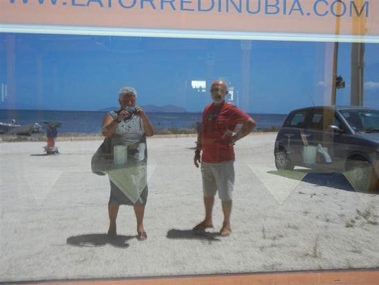 noi e l'Isola di Levanzo riflessi  - NUBIA - inserita il 20-Apr-15