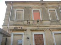 ex stazione ferroviaria - facciata laterale - 4 marzo 2012  - Bruca (1103 clic)
