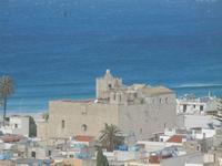 il Santuario dedicato a San Vito Martire - panorama dalla collina ad ovest della città - 8 aprile 2012  - San vito lo capo (634 clic)