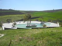 piscina nel verde - Baglio Arcudaci - 1 aprile 2012  - Bruca (481 clic)