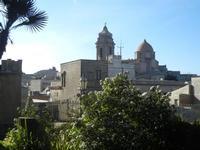 uno scorcio della città con il campanile e la cupola della Chiesa Parrocchiale di San Giuliano - 1 aprile 2012  - Erice (636 clic)