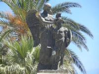 Il Monumento ai Caduti - particolare - 2 giugno 2012  - Alcamo (405 clic)