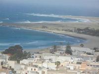 case, spiaggia e costa - panorama dalla collina ad ovest della città - 8 aprile 2012  - San vito lo capo (537 clic)
