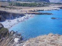 Golfo del Cofano - piccola spiaggia di sassi e panorama costiero - 30 agosto 2012  - Macari (343 clic)