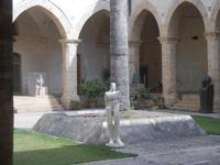 sculture nel Chiostro - Chiesa S. Francesco d'Assisi - 6 settembre 2012  - Sciacca (774 clic)