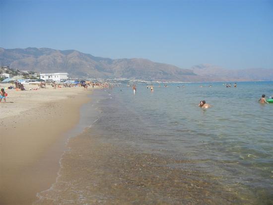 Zona Battigia - in riva al mare - ALCAMO MARINA - inserita il 13-Apr-15