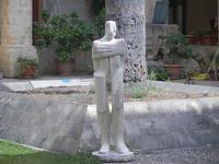 scultura nel Chiostro - Chiesa S. Francesco d'Assisi - 6 settembre 2012  - Sciacca (405 clic)