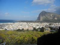 città e Monte Monaco - panorama dalla collina ad ovest della città - 8 aprile 2012  - San vito lo capo (413 clic)