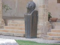 scultura nel Chiostro - Chiesa S. Francesco d'Assisi - 6 settembre 2012  - Sciacca (440 clic)