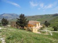 struttura ricettiva nel verde - Baglio Arcudaci - 1 aprile 2012  - Bruca (659 clic)