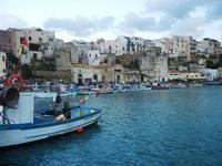 case sul porto - 14 aprile 2012  - Castellammare del golfo (455 clic)