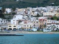 Cala Marina e scorcio della città - 14 aprile 2012  - Castellammare del golfo (497 clic)