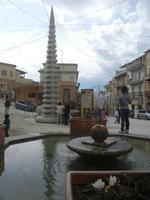 Largo Duca degli Abruzzi - fontana ed obelisco - 22 aprile 2012  - Calatafimi segesta (627 clic)