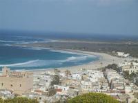 scorcio della città, Santuario, spiaggia e mare - panorama dalla collina ad ovest della città - 8 aprile 2012  - San vito lo capo (858 clic)