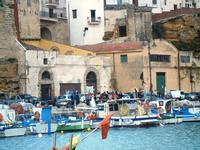 al porto - sposi - 14 aprile 2012  - Castellammare del golfo (1448 clic)