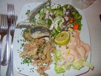 antipasto di mare - cappuccetti, sarde ed alici fritte, insalata di polpo, cocktail di gamberi - Busith - 19 agosto 2012  - Buseto palizzolo (568 clic)