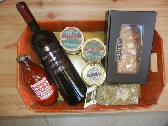 vino, pasta, origano e conserve - SALEMI - inserita il 18-Dec-15
