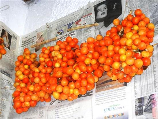 pomodori ciliegini appesi - BUSETO PALIZZOLO - inserita il 27-Nov-14