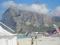 4° Festival Internazionale degli Aquiloni - 24 maggio 2012  - San vito lo capo (209 clic)