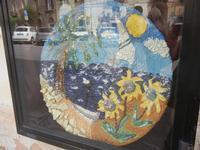 ceramica in vetrina con riflessi - 6 settembre 2012  - Sciacca (410 clic)