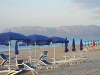 Zona Battigia - ombrelloni in spiaggia - 6 maggio 2012  - Alcamo marina (935 clic)